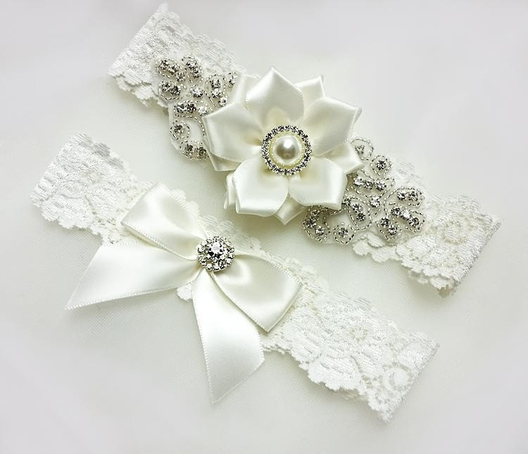 Ivory Garters Wedding: Vintage Garter Set LT Ivory Wedding Garter Set Lace Bridal