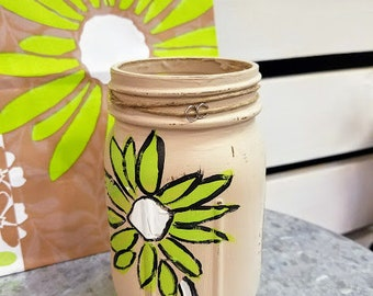 Green Daisy Painted Mason Jar, Hand Painted Mason Jar, Flower Jar, Mason Jar, Desk Accessory, Pencil Holder, Make-up Brush Holder