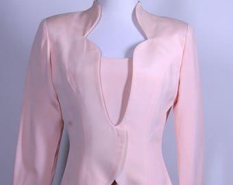 Rose robe de femme avec costume veste avec épaulettes faite par Rimini