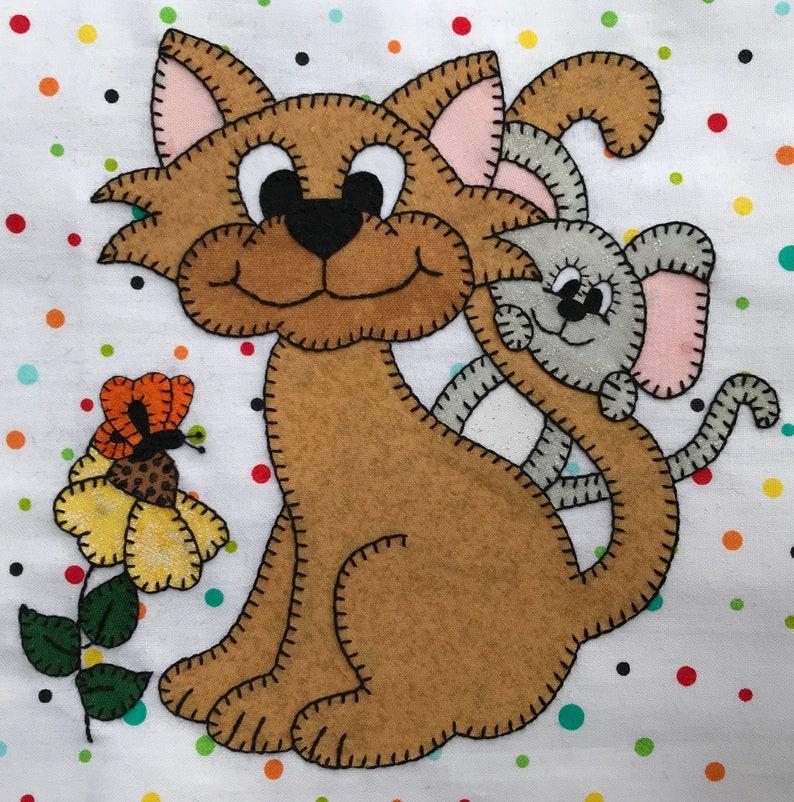 Friendly kitty PDF applique quilt block pattern image 0