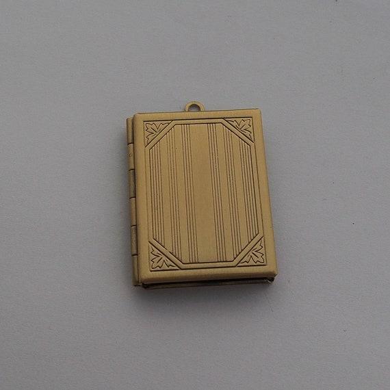 Grand Pendentif Livre Boitier Qui S Ouvre Vintage Medaillon Ancien Book Bible Pour Mettre Photo 35x25mm