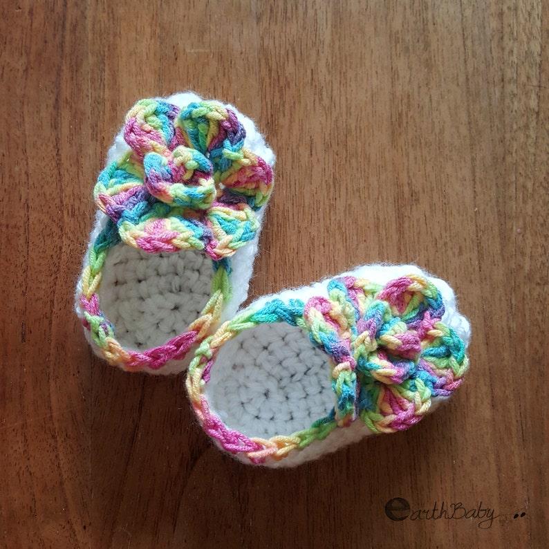 3383cc4deda77 Crochet Pattern Baby Booties Flower Top Ballet Shoes