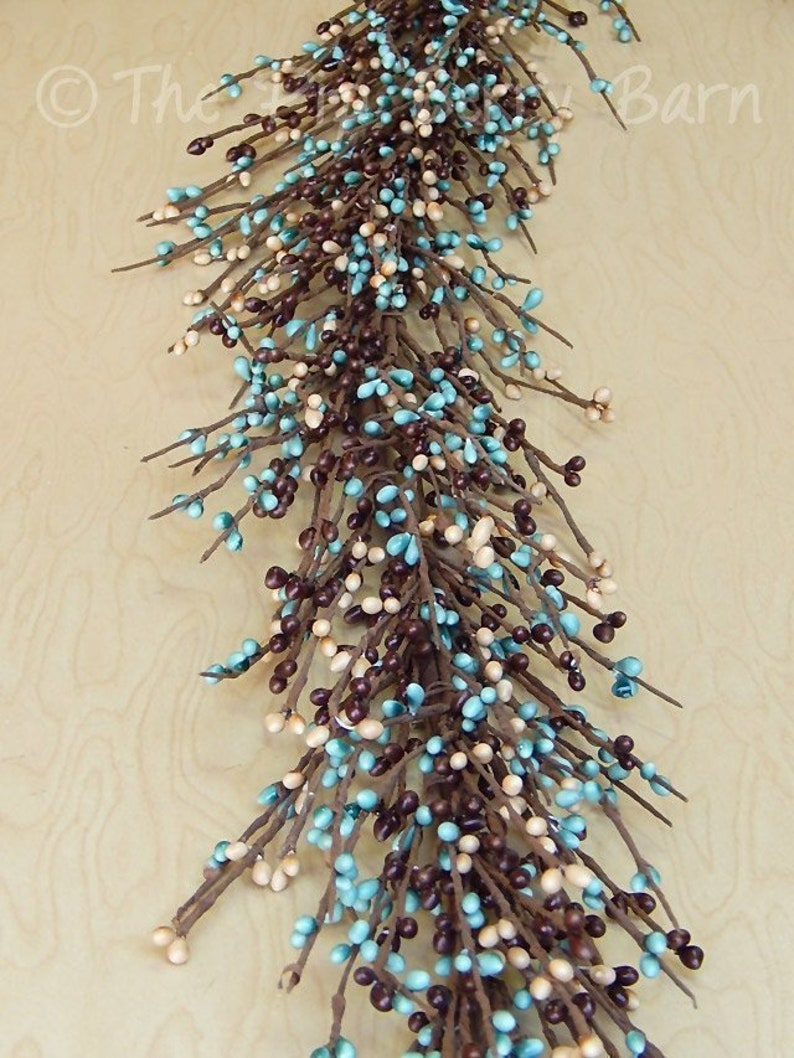PRIMITIVE//COUNTRY BROWN TEAL AND TAN BERRY GARLAND