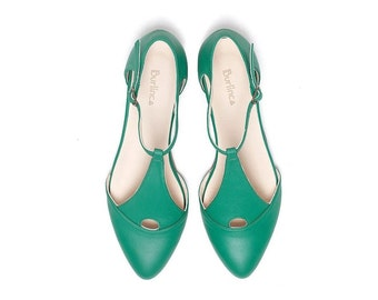 Green shoes, women's shoes, green sandals, handmade leather shoes,  pointed sandals by Burlinca. Eiffel model.