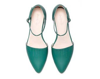 Green flat sandals, women sandals, women shoes, women green shoes, women flat shoes, handmade leather shoes by Burlinca. Nills model.