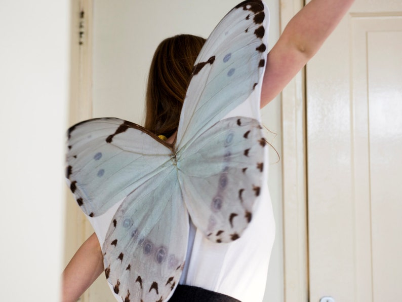 Dressing up butterfly wings BATH WHITE Resedawitje image 0
