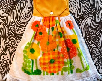 ee1db2be42 Vintage 1960s FLOWER POWER Button Hanger Kitchen TOWEL Beautiful!!