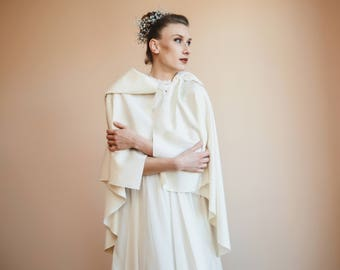 Wool bridal cape/White shrug with hood/Winter cape/Asymmetrical bridal shrug/Made in Italy/Winter bridal mantle