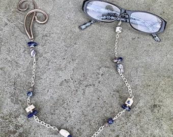 Eyeglass Holder Blue & White Swirl from anonadejuana.com