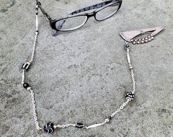 Eyeglass Holder Black & White from anonadejuana.com