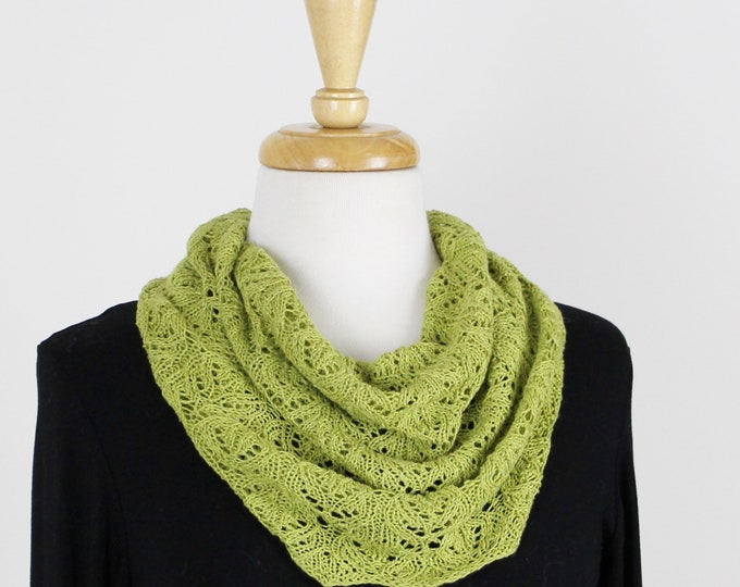 KIT - PATTERN & YARN.  Champagne Lace Cowl.