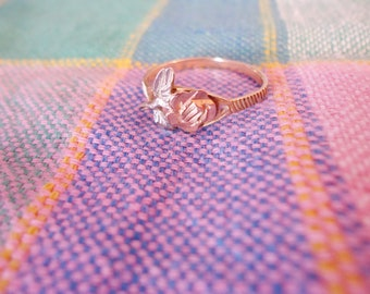 Ornate 10K Gold Ring with Rose and White 10K Rose Design Size 6 1/2