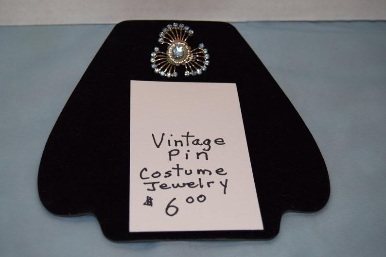 Vintage brooch image 0