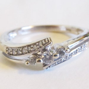Vintage 1950/'s 3 Stone Diamond Bypass Engagement Ring .10ct