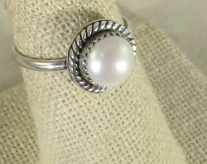 Genuine freshwater cultured pearl handmade sterling silver solitare ring size 7 1/2