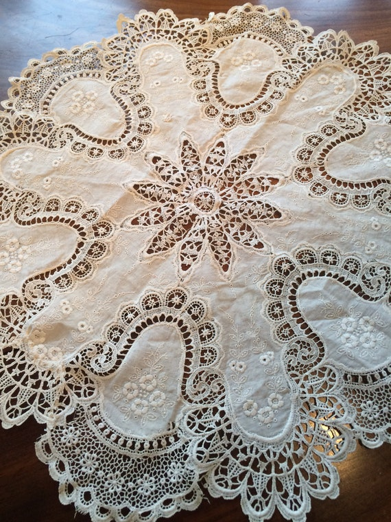 Small 20's cream lace and embroidered cloth. 18 ins diameter.gorgeous!