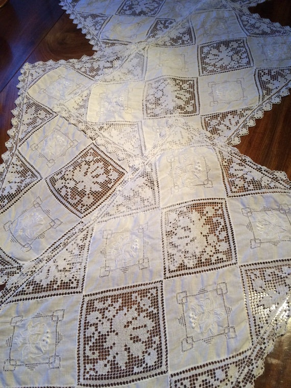 4 ... 17insx10  filet lace and embroidered vintage pretty place mats. 20's. White. Crisp