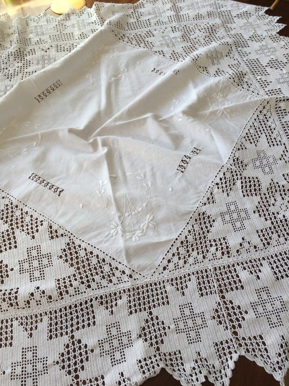 Edwardian beautiful crochet and embroidered tablecloth 40inches square. Good condition. Clean. Crisp. Gorgeous work