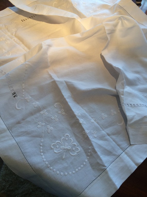 42 ins square beautifully embroidered vintage crisp white tablecloth