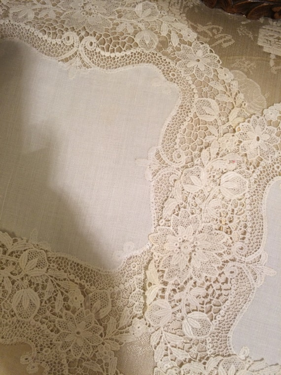6x11 inch stunning lace roundels doilies. 4 cream/2beige. Beautiful lace. Vintage c1910
