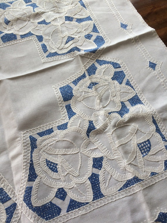 Art nouveau embroidered tablecloth. Blue and white. 34 ins sq. good. Linen