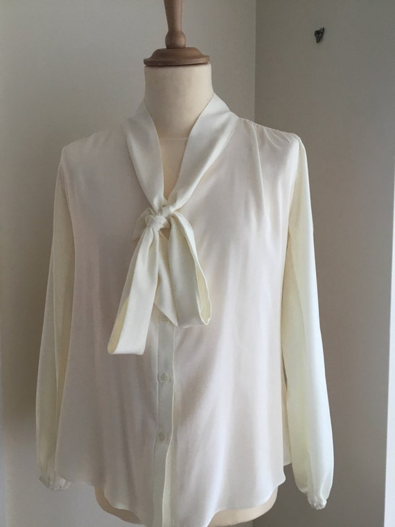 1940s Blouses and Tops Ladiies reproduction 1940s blouse $59.49 AT vintagedancer.com
