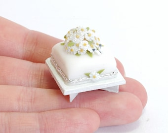 Tiny Celebration Cake - 1/12th dollshouse miniature food