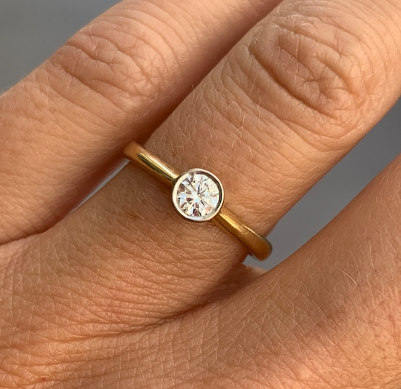 Solitaire Diamond 18K Gold Ring - image 2