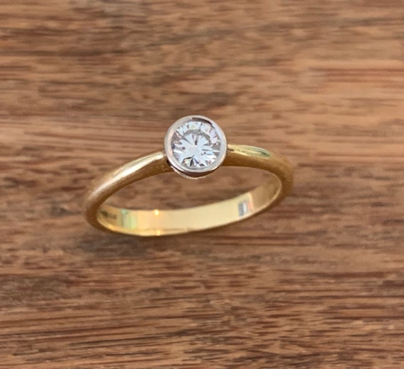 Solitaire Diamond 18K Gold Ring - image 1
