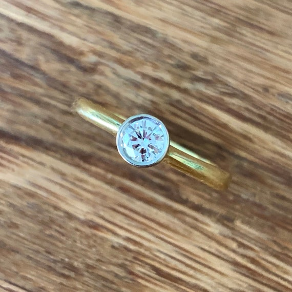 Solitaire Diamond 18K Gold Ring - image 5