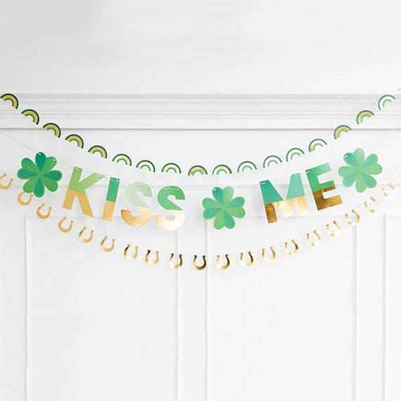 St Patricks Day Party Banner Saint Patrick/'s Day Decor Decorations Kiss Me with Shamrock Sign