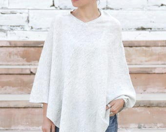 White cashmere poncho, light poncho, knitted poncho, cashmere poncho, woman wrap, warm poncho, boho poncho, plain poncho, white poncho