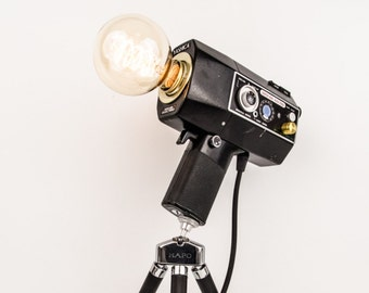 """Upcycling camera lamp Super 8 """"Yashica Super 800 Electro"""" with tripod and Edison lamp-upcycling"""