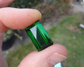 Exceptional green tourmaline 21.16 carats