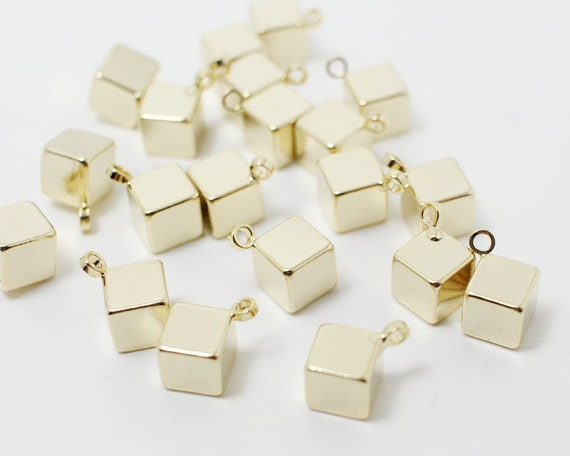 P0796-1Anti-tarnished Gold Plating Over BrassSmall Wrinkled Circle Pendant20mm4pcs