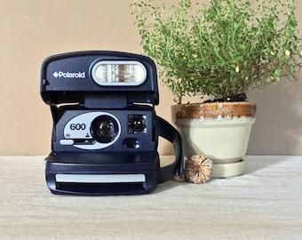 Working Polaroid 600 Camera / Vintage Instant Camera / Polaroid One Step