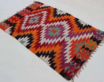 Tissé à la main laine petit tapis Kelim, Boho Kilim tapis Oriental ancien Kelim plancher tapis tribaux, anatoian kilim tapis Vintage, zig-zag Design Kilim, 9193