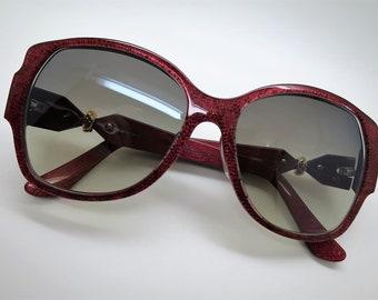 Lunettes de soleil CARTIER, « Trinité » édition Signature Cartier rouge,  lunettes de soleil femmes, lunettes de soleil, oeil de chat, lunettes de  soleil ... 72e52d6ca425