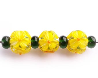 Yellow Flowes Lampwork Beads, Handmade Glass bead set, dark green spacers, Murano Glass, Artisan floral beads, Spring Summer colors