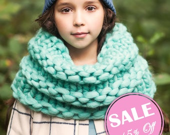 Secial SALE 15% off! Chunky knit scarf. Giant knitting. Oversized infinity scarf. Bulky yarn snood - muffler. Soft wool hooded scarf