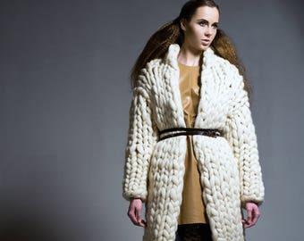 Chuky knit coat - cardigan. Chunky knit sweater. Super bulky wool sweater. Oversized woolen jacket. Fashionable knitwear for winter.