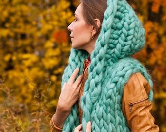 Chunky knit sweater - vest. Chunky yarn sleeveless chunky sweater. Woolen hoodie cardigan. Unisex knit vest. Cozy knitted woolen waiscoat.