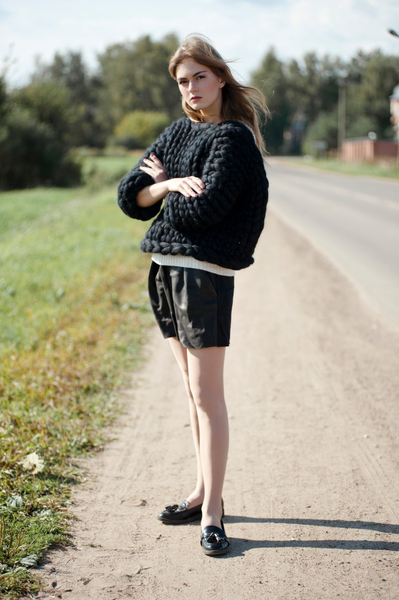 Chunky knit. Chunky sweater. Oversized knit sweater. Giant image 0