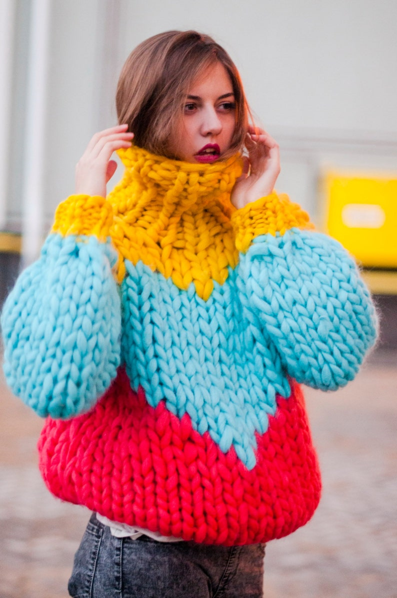 Chunky knit sweater  with heart. Multicolor knitted image 0