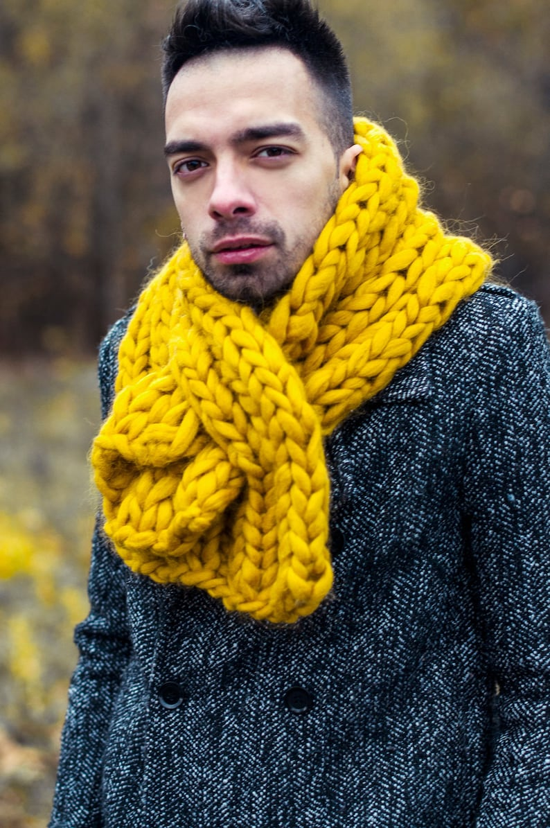 Chunky scarf. Super chunky knit knit cowl bulky woolen image 0
