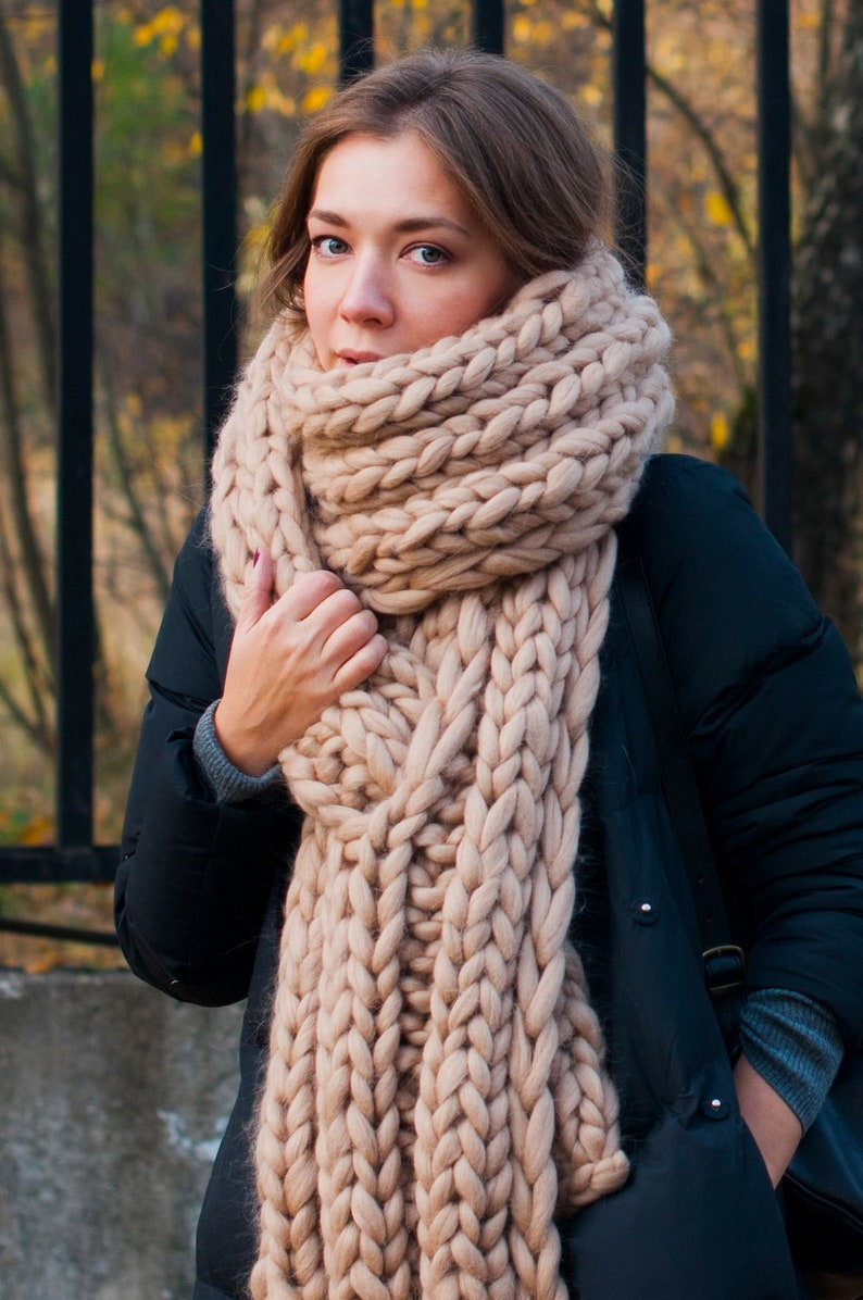 Chunky scarf. Giant knits hood  Super Chunky scarf knit image 0