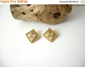 ON SALE Retro Gold Tone Textured Clip On Earrings 82516