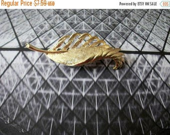 ON SALE Vintage GERRYS Brushed Gold Tone Feather Pin 51716
