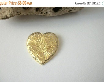 ON SALE Retro Bright Gold Tone Textured Heart Pin 42118