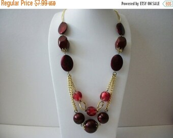 ON SALE Vintage Gold Tone Marbleized Red Shades No Clasp Necklace 73016
